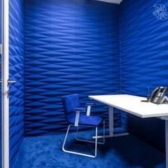 projekt wnętrza biura, pokój skupienia, quiet room: styl , w kategorii Przestrzenie biurowe i magazynowe zaprojektowany przez SARNA ARCHITECTS   Interior Design Studio