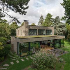 :  Villas by JADE architecten, Modern Stone