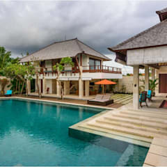 Villa Saya - Pool View:  Kolam Renang by HG Architect