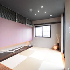 モダンな片流れ屋根の家: Style Createが手掛けた和室です。,モダン