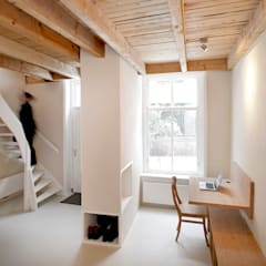 Pied-à-terre - begane grond: moderne Studeerkamer/kantoor door Unknown Architects
