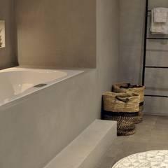 Cleopatra ligbad / bubbelbad zijaanzicht:  Badkamer door Cleopatra BV