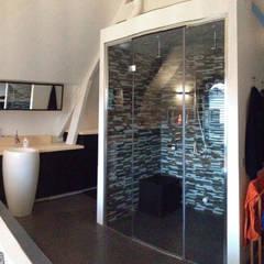 Cleopatra ligbad en stoomcabine in landelijke badkamer:  Badkamer door Cleopatra BV