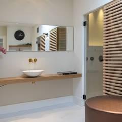 Cleopatra sauna in klassieke badkamer: klasieke Badkamer door Cleopatra BV