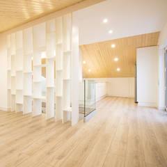 Sótão da Família Maia: Salas de estar  por Homestories