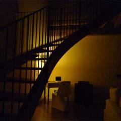 Residenza privata: Scale in stile  di Studio di architettura e progettazione di interni - Architetto Filippo Chiocchetti