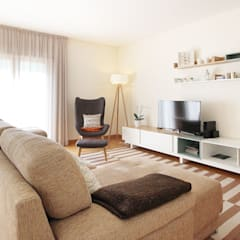 A Sala da Beatriz e do Artur: Salas de estar  por Homestories