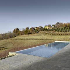 Piscina: Piscina in stile  di Carlo Brocardo Architetto