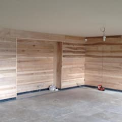Olive Ash Cladding:  Living room by Ben Sutton (Timber) Ltd