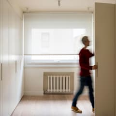 Sube Interiorismo Bilbao reforma integral de vivienda en Bilbao: Vestidores de estilo  de Sube Susaeta Interiorismo
