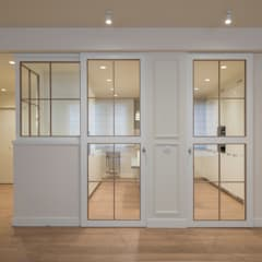 Sliding doors by Sube Susaeta Interiorismo,