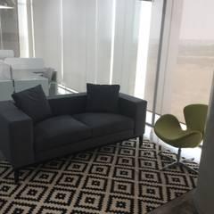 Oficina Principal: Estudios y oficinas de estilo industrial por IVHER MANTENIMIENTO INTEGRAL SA DE CV
