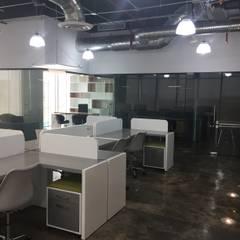 Oficina Queretaro: Estudios y oficinas de estilo industrial por IVHER MANTENIMIENTO INTEGRAL SA DE CV