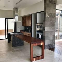 Modern kitchen by GRUPO VOLTA Modern Granite