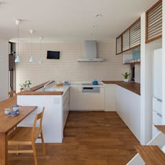Built-in kitchens by タイコーアーキテクト