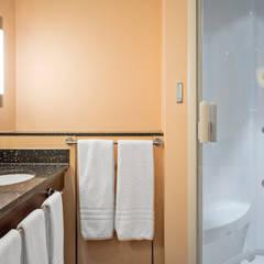 Moderne douchecabine in luxe badkamer: moderne Spa door Cleopatra BV