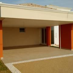 Garajes dobles  de estilo  por Seu Projeto Arquitetura
