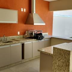 Área Gourmet: Armários e bancadas de cozinha  por Seu Projeto Arquitetura