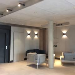 Salon visiteurs: Bureaux de style  par Thomas JENNY
