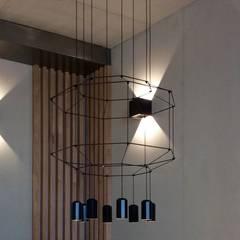 Suspension et appliques hall d'accueil: Bureaux de style  par Thomas JENNY