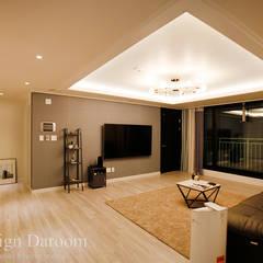 수유 두산위브 아파트 34py [입주 후]: Design Daroom 디자인다룸의  거실