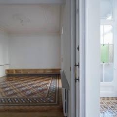 Rehabilitación de Vivienda: Escaleras de estilo  de Sezam disseny d'Interiors SL