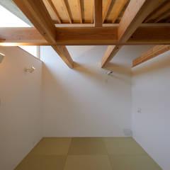 晴耕雨読: 風景のある家.LLCが手掛けた寝室です。