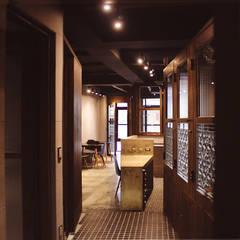 過道:  商業空間 by 湜湜空間設計