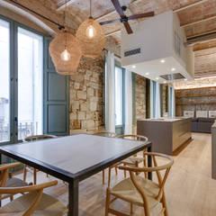 Dining room by Lara Pujol  |  Interiorismo & Proyectos de diseño,