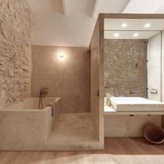 Baños de estilo  por Lara Pujol  |  Interiorismo & Proyectos de diseño