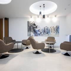 Oficinas Andamur: Estudios y despachos de estilo  de JUANCHO GONZALEZ