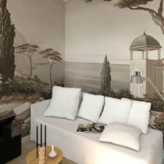 Paysage méditerranéen, collection Grisaille (Belmon Déco): Chambre de style  par MJ Intérieurs