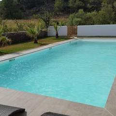 Grande piscine: Piscines  de style  par Oplus piscines
