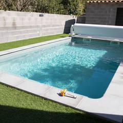 Piscine de 6x4m: Piscines  de style  par Oplus piscines