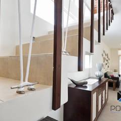 PROYECTO VILLA WAYAK: Escaleras de estilo  por PORTO Arquitectura + Diseño de Interiores