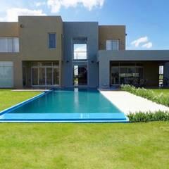 Diseño y Construcción de Casa minimalista en San Vicente por Estudio Dillon Terzaghi Arquitectura: Casas unifamiliares de estilo  por Estudio Dillon Terzaghi Arquitectura - Pilar