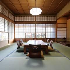 伝統とモダンの融合した京都の別荘: 株式会社井蛙コレクションズが手掛けた和室です。