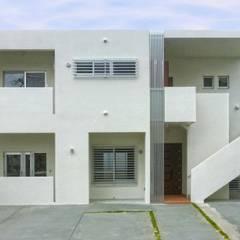 豊見城O邸: 株式会社青空設計が手掛けた二世帯住宅です。,オリジナル コンクリート