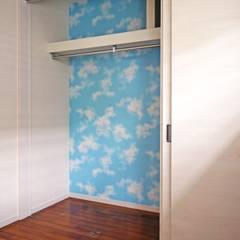 2F主寝室のクローゼット: 株式会社青空設計が手掛けた寝室です。
