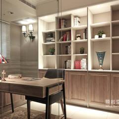Estudios y biblioteca de estilo  por 顥岩空間設計