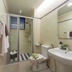 混搭 / 新婚居:  浴室 by 騰龘空間設計有限公司,