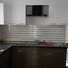 Mr. Udaybhan Singh Thakur Retirement Home:  Kitchen by al-Haadi Interiors