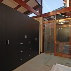 House Cooper :  Dressing room by Hugo Hamity Architects