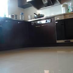 木屋設計建造 :  廚房 by 安居屋有限公司