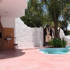 สระในสวน by Arquitetura & Design - Marcela Tavares