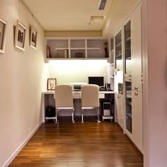 雋:  書房/辦公室 by 松泰室內裝修設計工程有限公司