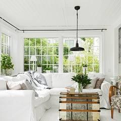 Ý tưởng thiết kế phòng khách màu trắng:  Phòng khách by Thương hiệu Nội Thất Hoàn Mỹ