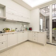 Built-in kitchens by 騰龘空間設計有限公司