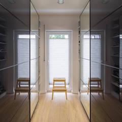 Dressing room by FingerHaus GmbH - Bauunternehmen in Frankenberg (Eder)