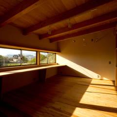 牟礼の家: エイチ・アンド一級建築士事務所 H& Architects & Associatesが手掛けた子供部屋です。